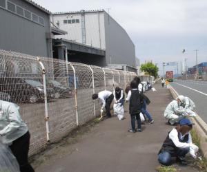神原ロジスティクス㈱ 地域清掃活動を実施の写真